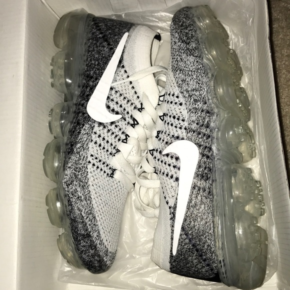 best sneakers 3971b 55d3d Black and white nike vapormaxes